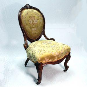 Pretty Victorian Walnut Lady's Chair