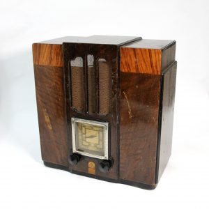 "Wooden G.E. ""Bandmaster"" Valve Radio (fully restored)"